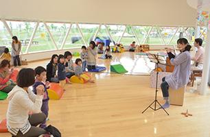 雨や雪の日でものびのび遊べる室内遊び場があり、また、イベントも随時開催しているのでいつでも子供が楽しく過ごすことができます。